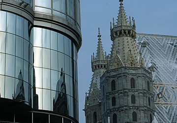 Haas Haus reflects Stephansdom
