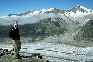 Andrew at Eggishorn, the glacier far below, August 2008